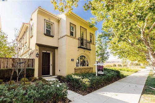 Photo of 4933 Ivyleaf Springs Rd, SAN RAMON, CA 94582 (MLS # 40966306)