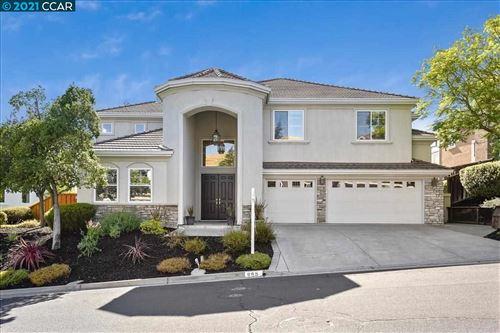 Photo of 965 Oliveglen Ct, CONCORD, CA 94521 (MLS # 40959308)