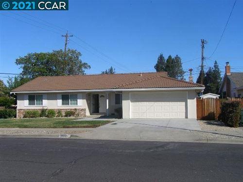 Photo of 3001 Santa Paula Dr, CONCORD, CA 94518 (MLS # 40959310)