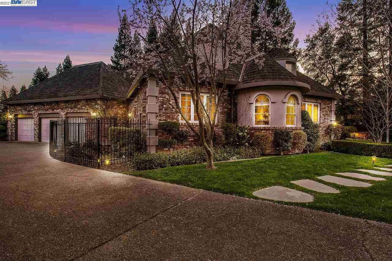 Photo of 34 Rosewood Ct, DANVILLE, CA 94506 (MLS # 40941316)