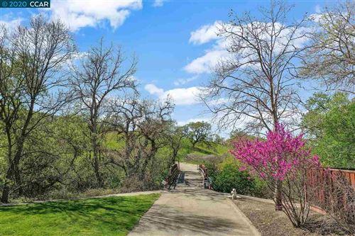 Photo of 207 Cross Bridge Dr, DANVILLE, CA 94526 (MLS # 40903323)
