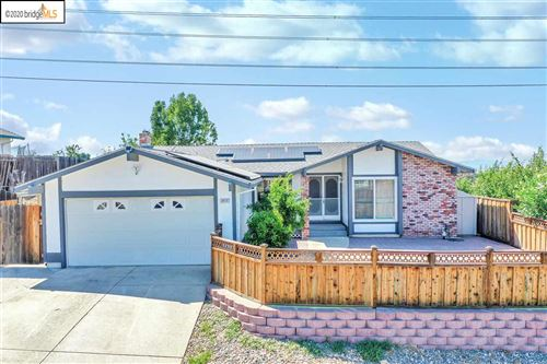 Photo of 2212 Serrano Way, PITTSBURG, CA 94565 (MLS # 40910327)