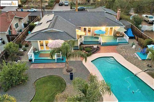Photo of 335 Twinview Dr, PLEASANT HILL, CA 94523 (MLS # 40927327)