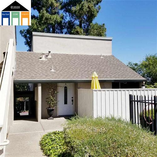 Photo of 2418 Pleasant Hill Road #4, PLEASANT HILL, CA 94523 (MLS # 40925328)