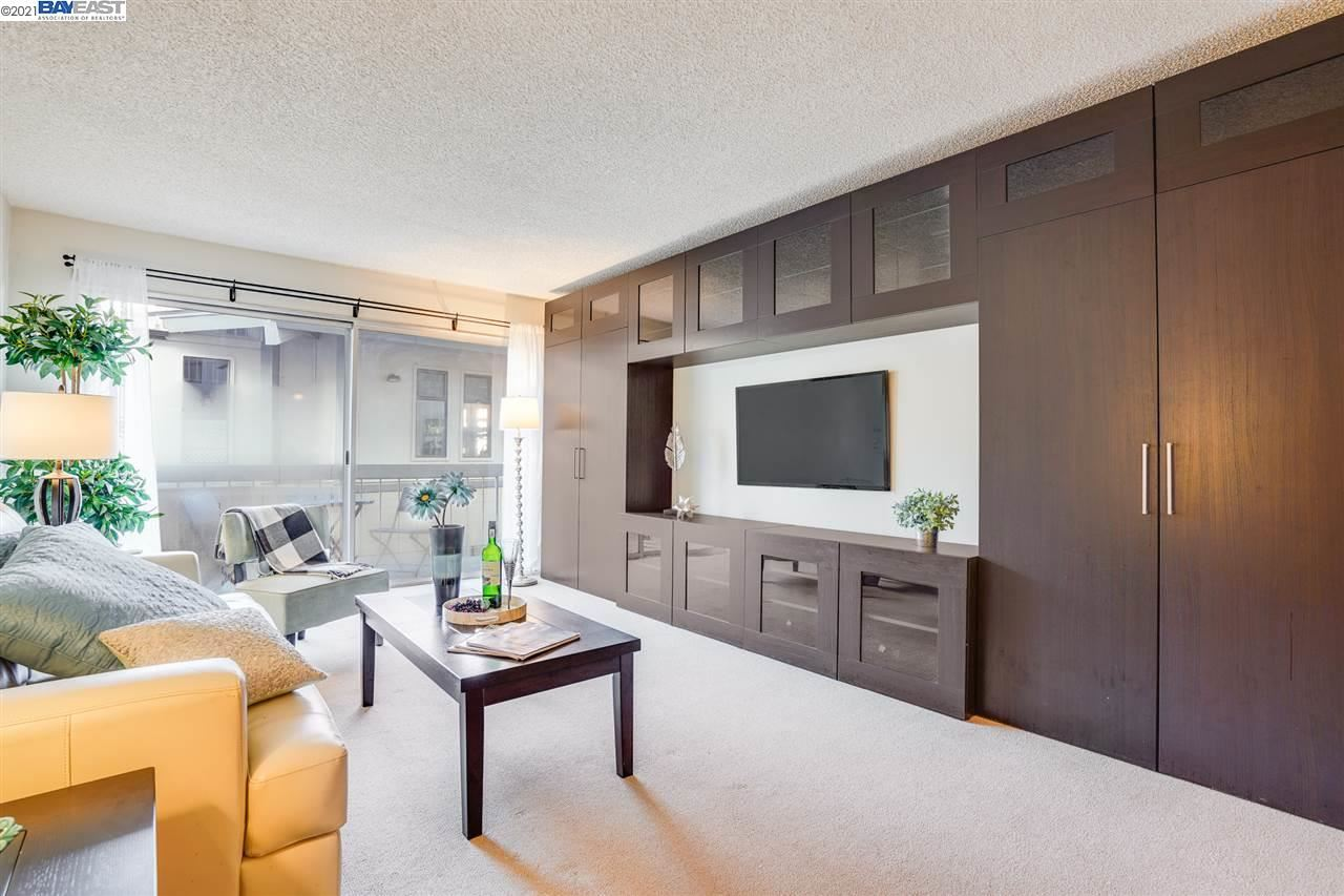 Photo for 950 Shorepoint Ct #112, ALAMEDA, CA 94501 (MLS # 40933329)