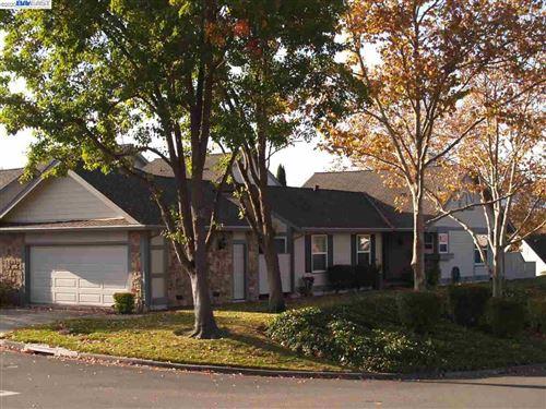 Photo of 701 Glen Eagle Ct, DANVILLE, CA 94526 (MLS # 40891333)
