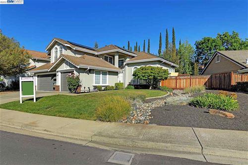 Photo of 108 Pinnacle Ridge Ct, DANVILLE, CA 94506 (MLS # 40947336)