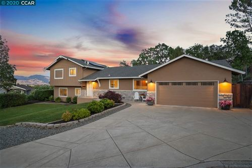 Photo of 23 Valley Ct, PLEASANT HILL, CA 94523 (MLS # 40906339)