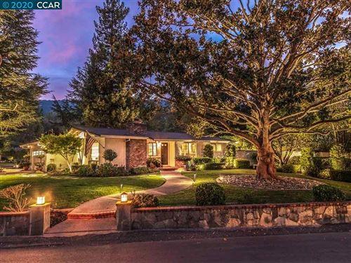 Photo of 1 Corte Encanto, DANVILLE, CA 94526 (MLS # 40925339)