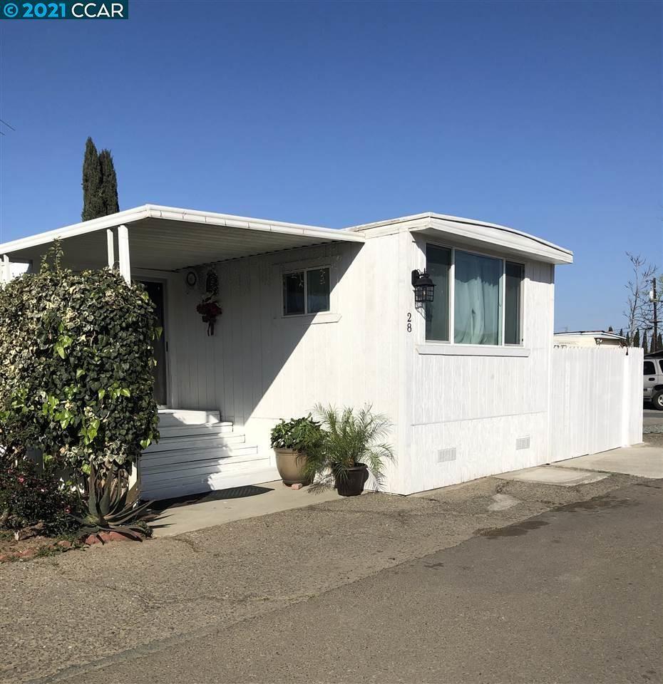 Photo of 75 E Bolton RD #28, OAKLEY, CA 94561 (MLS # 40940340)