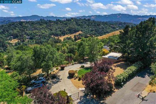 Photo of 3 Wellesley Court, LAFAYETTE, CA 94549-2421 (MLS # 40959345)