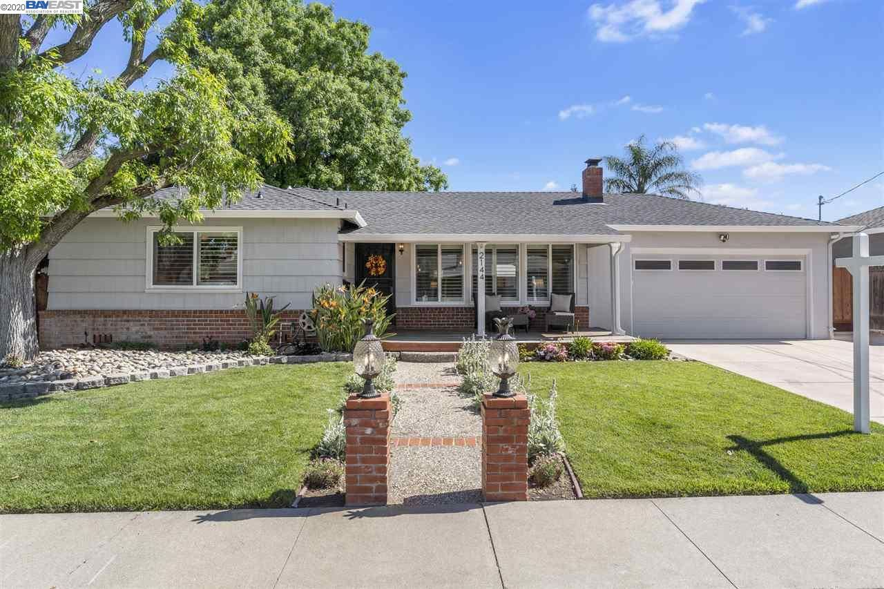 Photo for 2144 Dena Dr, CONCORD, CA 94519 (MLS # 40905356)
