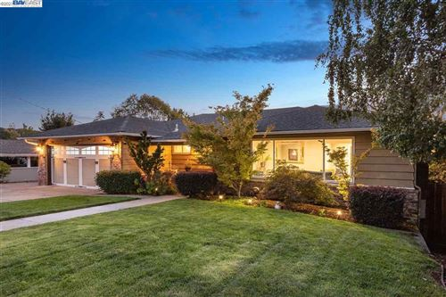 Photo of 4025 Oak Hill Road, OAKLAND, CA 94605 (MLS # 40934360)