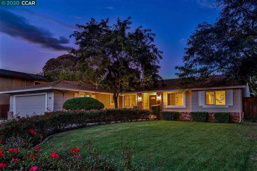 Photo of 202 El Molino Dr, CLAYTON, CA 94517 (MLS # 40922368)