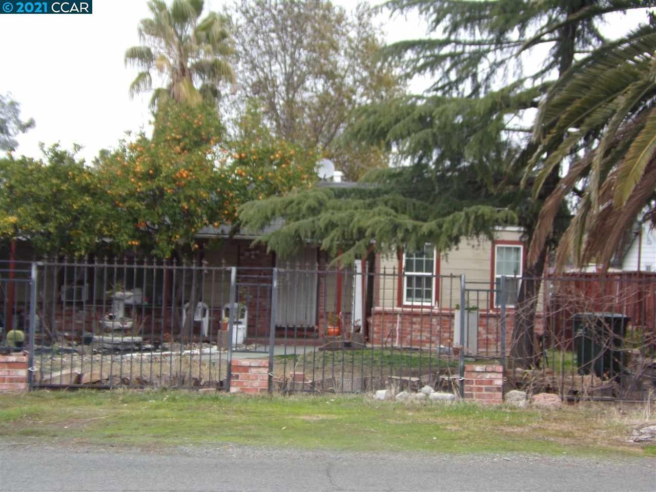 Photo for 220 Hanlon Way, BAY POINT, CA 94565 (MLS # 40935369)