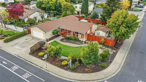 Photo of 627 Murdell Ln, LIVERMORE, CA 94550 (MLS # 40929370)