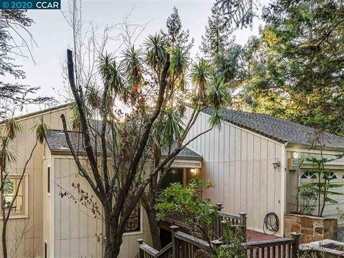 Photo of 32 Heather Ln, ORINDA, CA 94563 (MLS # 40928378)