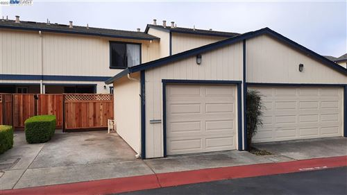 Photo of 19893 Forest Ave, CASTRO VALLEY, CA 94546 (MLS # 40962379)