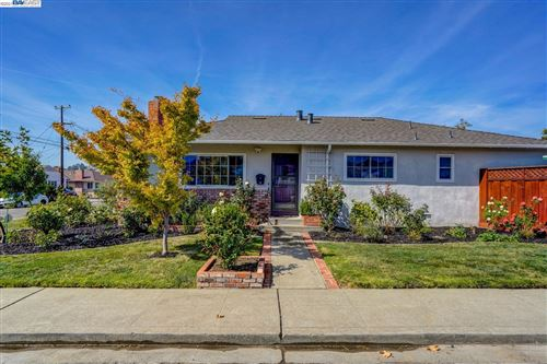 Photo of 3196 Carleen Dr, CASTRO VALLEY, CA 94546 (MLS # 40968381)