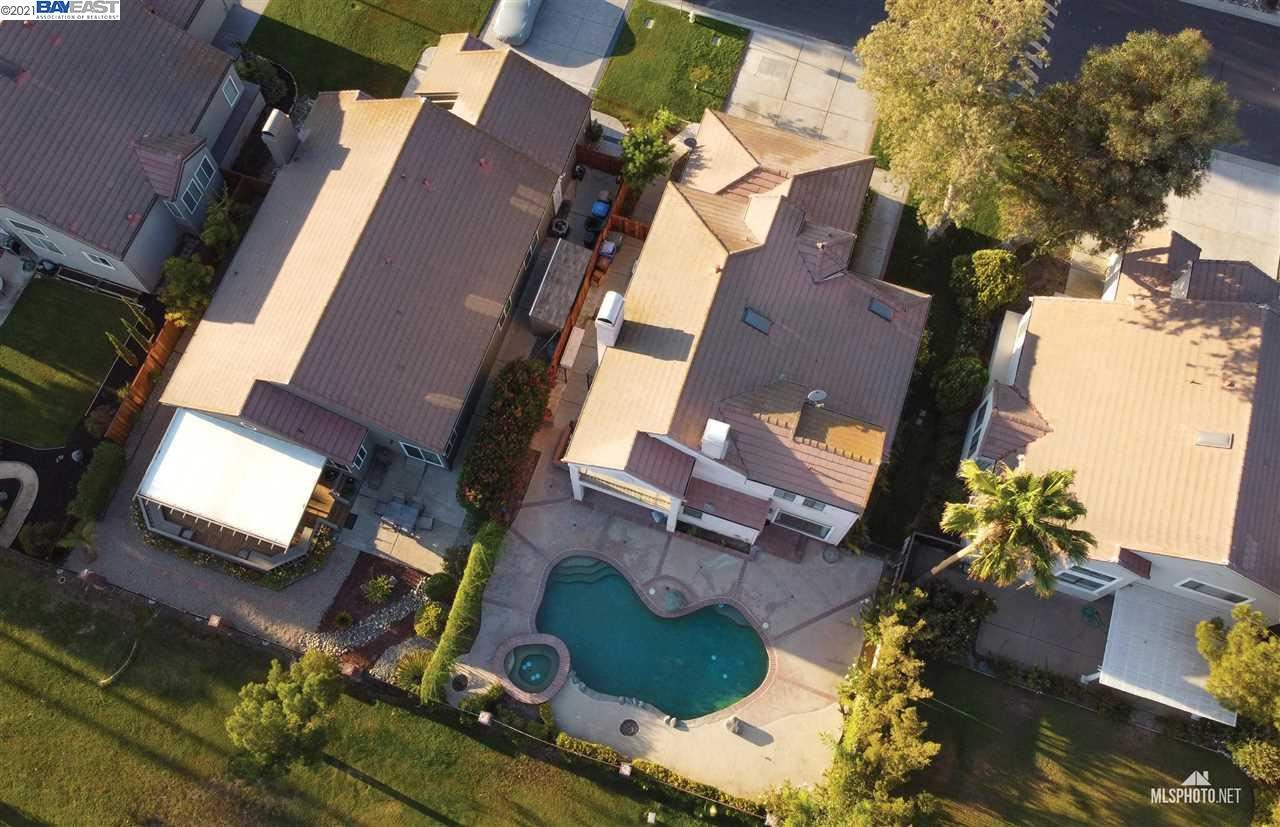 Photo of 5330 Edgeview Dr, DISCOVERY BAY, CA 94505 (MLS # 40959383)