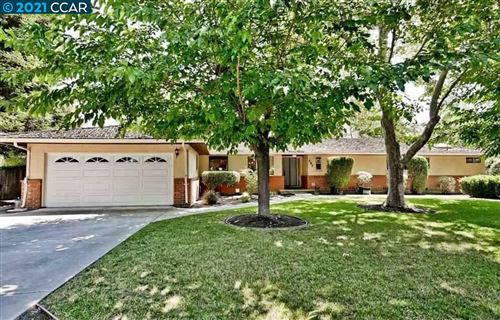 Photo of 282 La Questa Dr, DANVILLE, CA 94526 (MLS # 40938388)