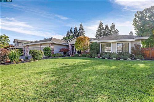 Photo of 10 Headland Ct, Danville, CA 94506 (MLS # 40970390)