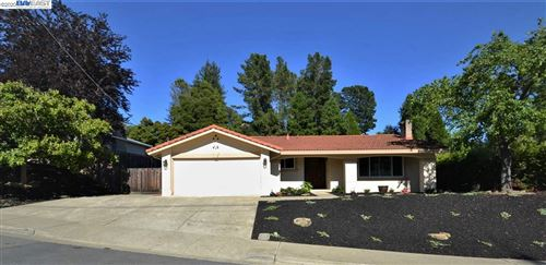 Photo of 5875 Cold Water Dr, CASTRO VALLEY, CA 94552 (MLS # 40906392)