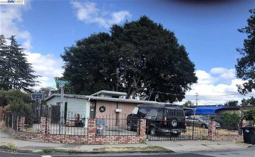 Photo of 2490 Gonzaga St, EAST PALO ALTO, CA 94303 (MLS # 40908393)