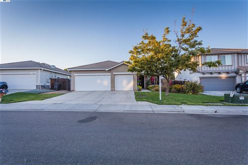 Photo of 12 Terri Ct, OAKLEY, CA 94561 (MLS # 40968398)