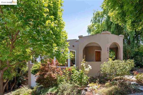 Photo of 241 Sunnyside Avenue, PIEDMONT, CA 94610 (MLS # 40959401)
