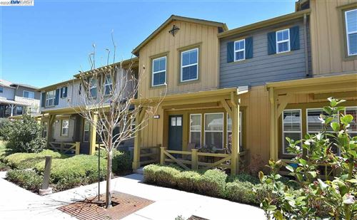 Photo of 418 Persimmon Cmn #4, LIVERMORE, CA 94551 (MLS # 40915402)