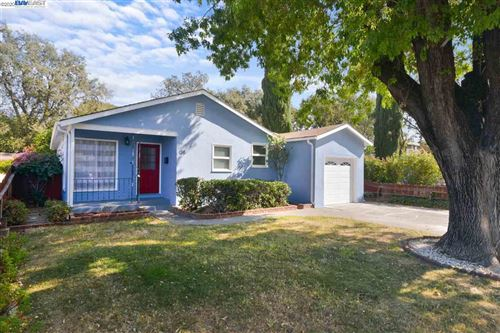 Photo of 135 Valley Dr, VACAVILLE, CA 95688 (MLS # 40926419)