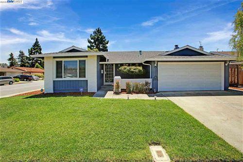 Photo of 34471 Helston Pl, FREMONT, CA 94555 (MLS # 40911426)