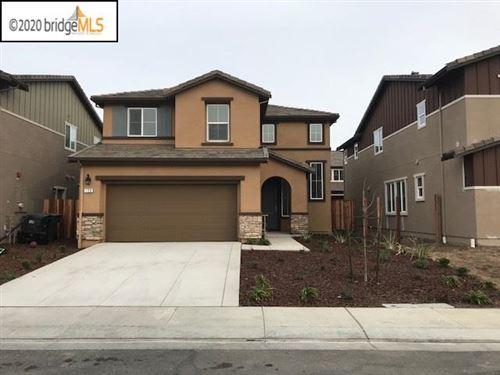 Photo of 128 Willowrun Way, OAKLEY, CA 94561 (MLS # 40903452)