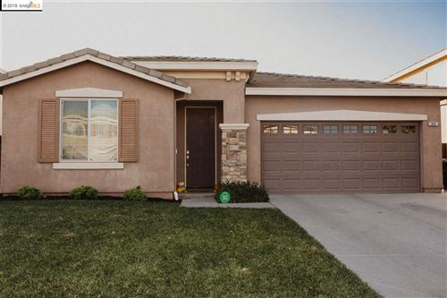 Photo of 305 Yellow Rose Cir, OAKLEY, CA 94561 (MLS # 40890455)
