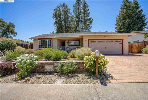 Photo of 9827 Davona Dr, SAN RAMON, CA 94583 (MLS # 40912456)