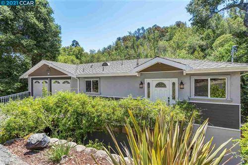 Photo of 29 Crescent Dr, ORINDA, CA 94563 (MLS # 40958467)
