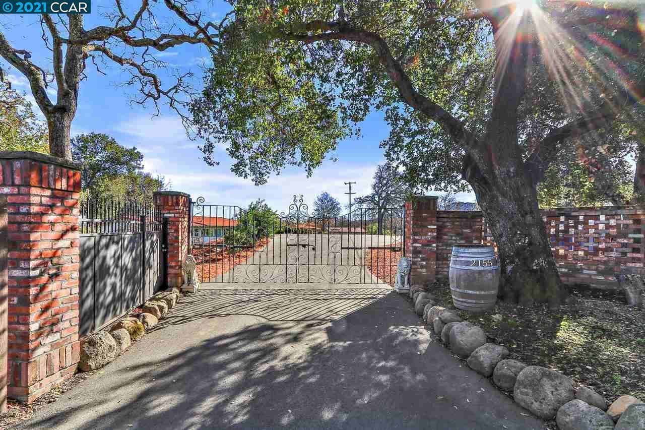 Photo for 2155 Ridgewood Rd, ALAMO, CA 94507 (MLS # 40934470)