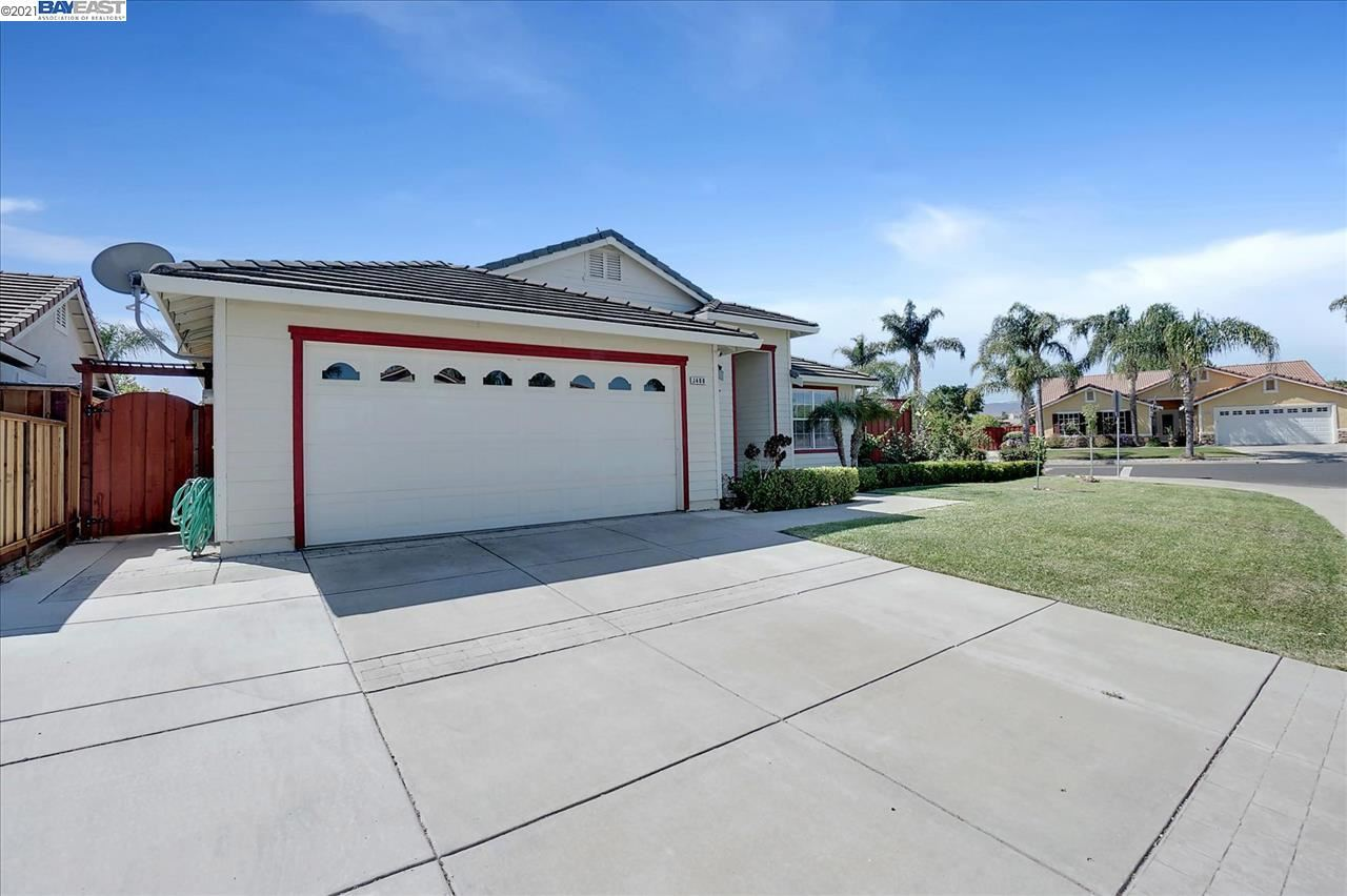 Photo of 1400 Crescent Dr, BRENTWOOD, CA 94513 (MLS # 40948479)