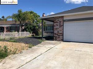 Photo of 861 Walnut Dr, OAKLEY, CA 94561 (MLS # 40867480)