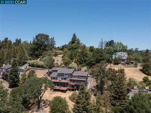 Photo of 36 Heather Ln, ORINDA, CA 94563 (MLS # 40956485)