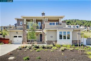 Photo of 28 Coffee Berry Ln, ORINDA, CA 94563 (MLS # 40871486)