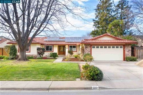 Photo of 811 Eberhardt Ct, CLAYTON, CA 94517 (MLS # 40896487)