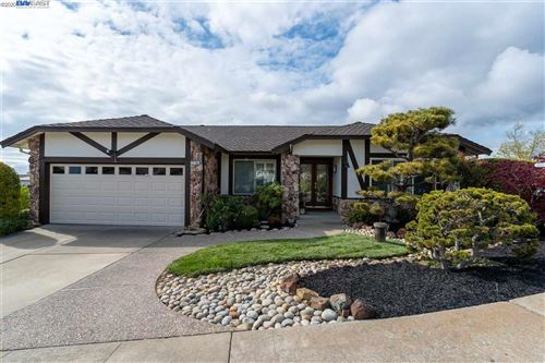 Photo of 27196 Columbia Way, HAYWARD, CA 94542 (MLS # 40900487)