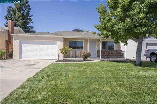 Photo of 2312 Vegas Ave, CASTRO VALLEY, CA 94546 (MLS # 40915491)