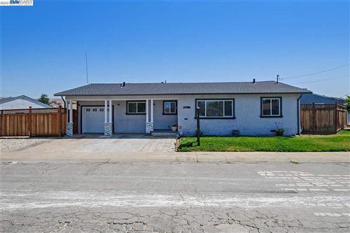 Photo of 31772 Carroll Ave, HAYWARD, CA 94544 (MLS # 40955494)