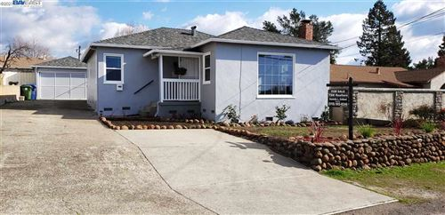 Photo of 19220 Parsons Ave, CASTRO VALLEY, CA 94546 (MLS # 40932503)