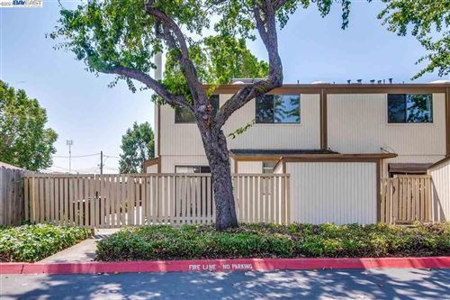 Photo of 814 Climbing Rose Ct, HAYWARD, CA 94544 (MLS # 40961503)