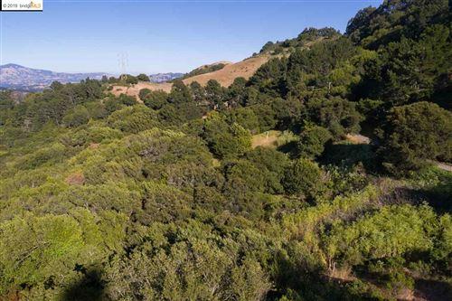 Photo of 0 Tres Mesas, ORINDA, CA 94563 (MLS # 40849505)