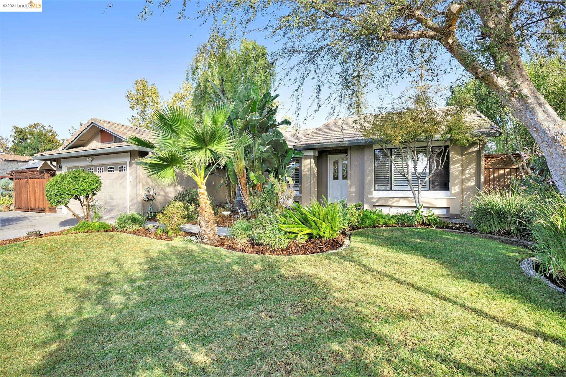Photo of 283 Madrone Pl, Brentwood, CA 94513 (MLS # 40970506)